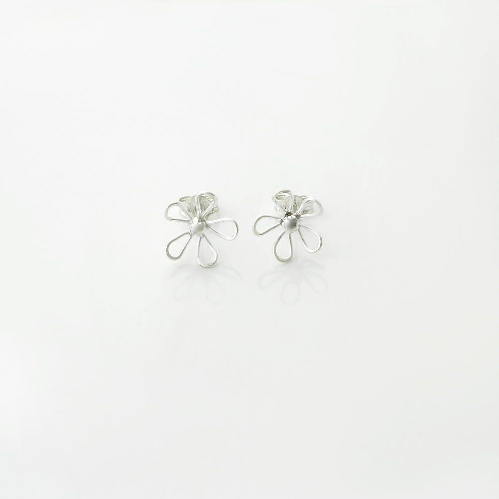 Open Daisy Flower Stud Earrings