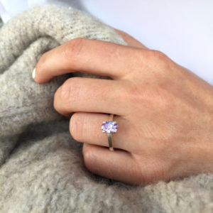 Solitaire-Claw CZ -bow Ring-lifestyle3