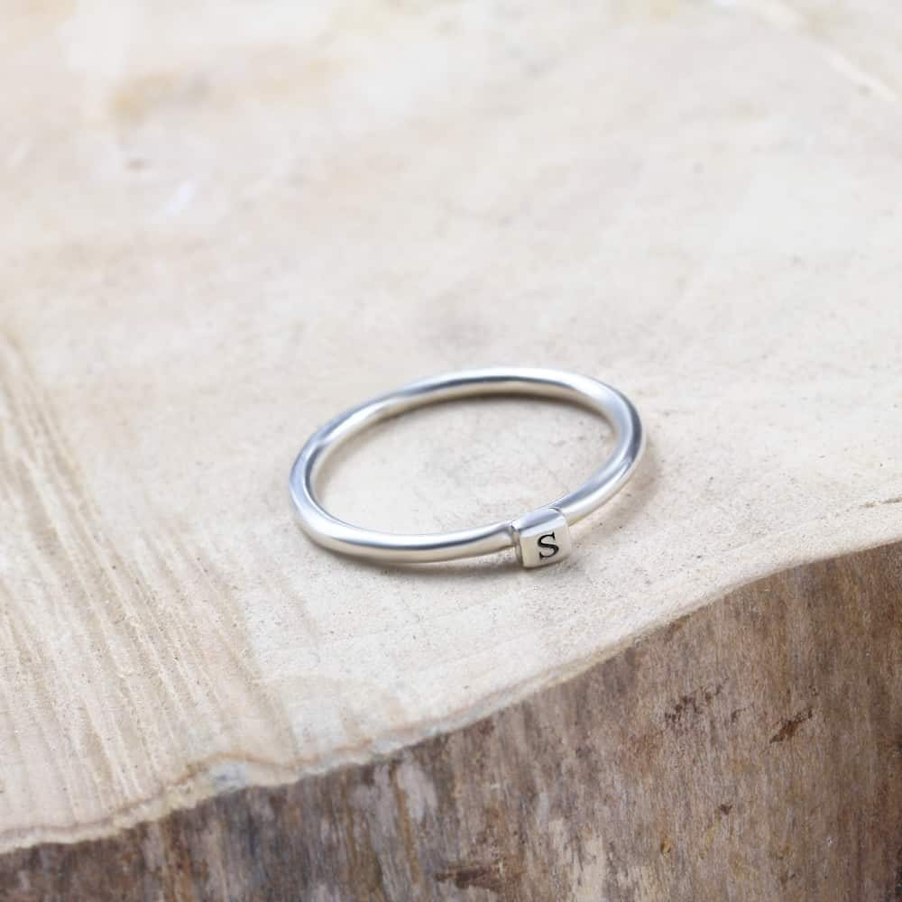 Sterling Silver Ring X Engraved Design Band Size 6